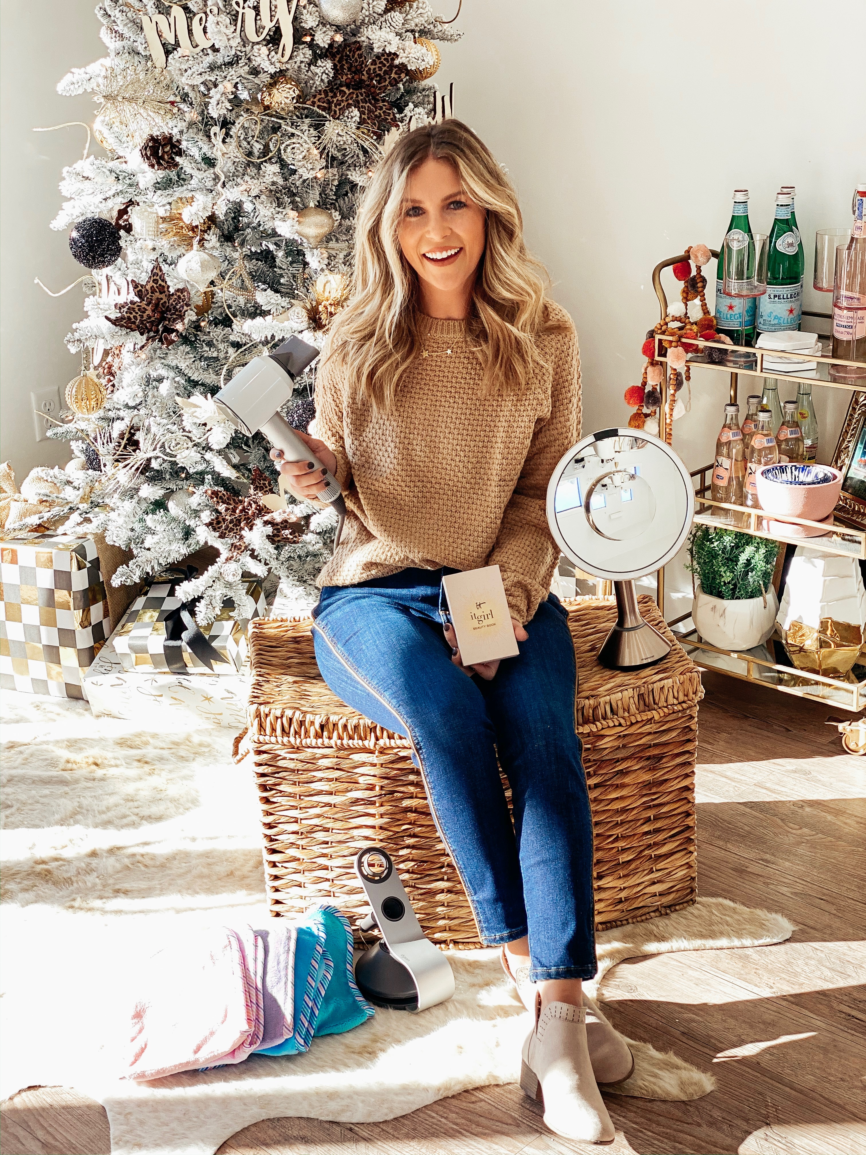 Life and style blogger Ashlee Nichols shares her favorite holiday gifts from QVC. A roundup of the best of QVC items for everyone on your list.